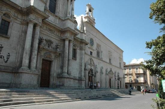 Torna lo spettacolo sulla consegna della nomina pontificia a Celestino V