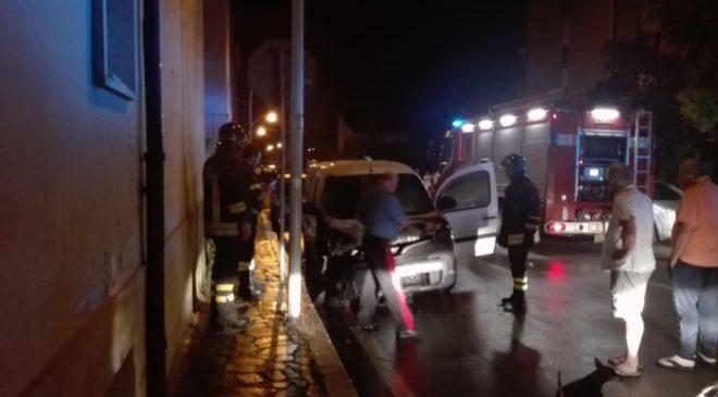Furgone in fiamme in via Cornacchiola