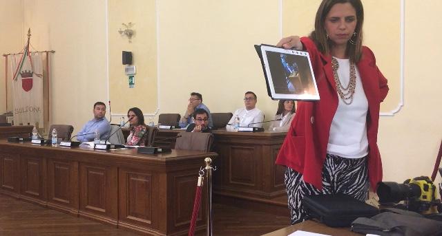 Offesa e cacciata dall'aula consiliare, la Salvati lascia l'ufficio di presidenza