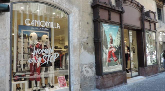Shopping natalizio in centro storico, via agli sconti nel silos di Santa Chiara