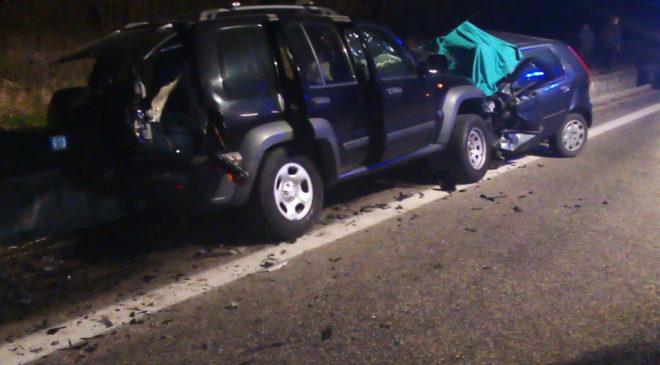 Frontale sulla Statale 17, guidava ubriaco il proprietario della Jeep