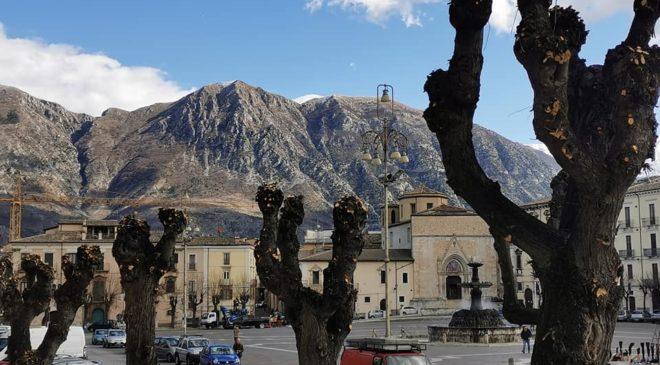 Via alla potatura alberi di piazza Garibaldi per la Pasqua