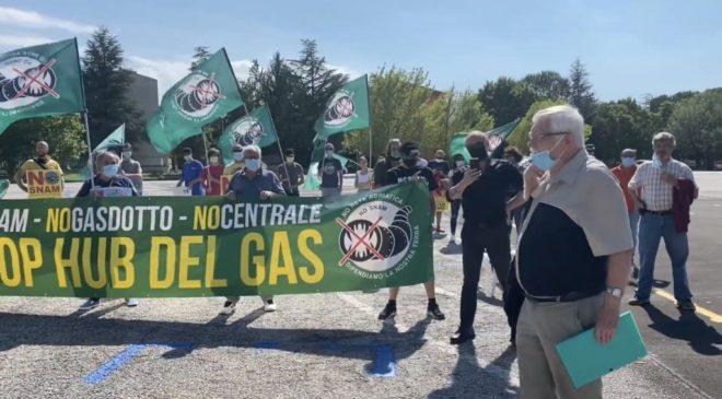 La Snam torna a montare le centraline e gli ambientalisti presentano esposto